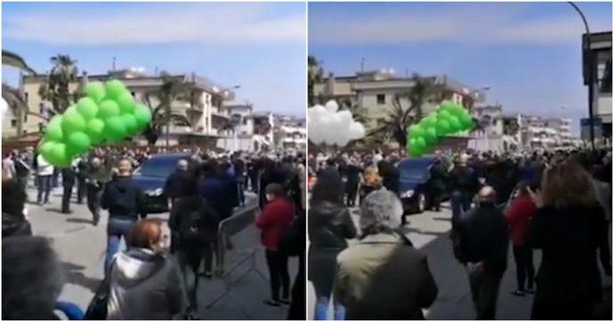 """Folla al funerale del sindaco, il comune di Saviano diventa zona rossa. Il governatore De Luca: """"Decisione inevitabile"""""""