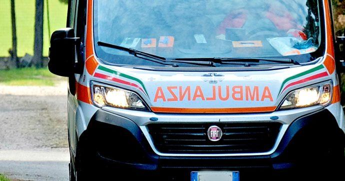 Incidente in A1 a Modena, consigliere regionale in rianimazione: la sua auto è stata colpita da un giunto sollevato da un tir