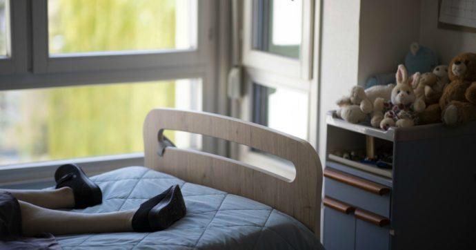 Coronavirus, in Svezia un terzo dei morti è nelle case di riposo: per gli operatori niente obbligo di guanti e mascherine