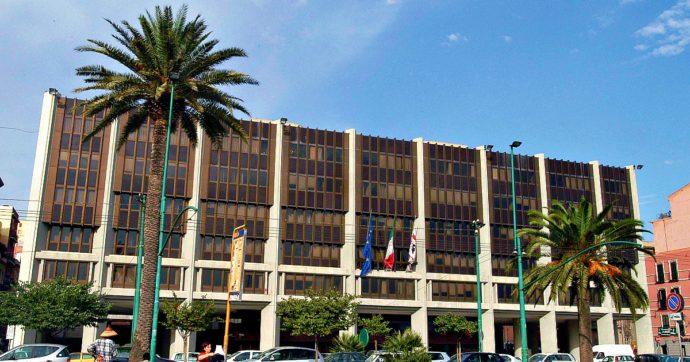 Sardegna, il consigliere di centrodestra vuole dare 650mila euro all'associazione composta da amici ed ex parenti: no della commissione