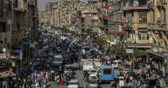 Coronavirus – In Egitto scuole chiuse, ma bus affollati. Estensione del coprifuoco col Ramadan. E parlare di Covid-19 è pericoloso