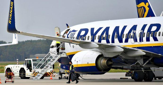 """Coronavirus, Speranza: """"Il distanziamento è fondamentale, eccezione per gli aerei"""". Enac diffida Ryanair: """"Viola i protocolli anti-Covid"""""""