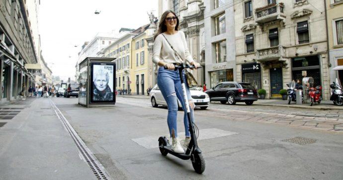 """Coronavirus, De Micheli: """"Incentivi per bici, bici elettriche e monopattini"""". Nuove regole nei negozi: ecco come riapriranno"""