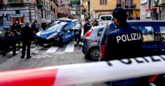 Napoli, agente di polizia morto nel tentativo di bloccare rapinatori in fuga: travolta la volante. Due arresti per omicidio volontario e 2 fermi