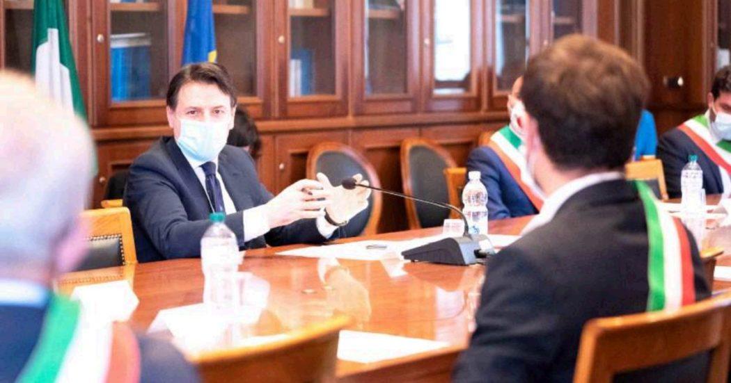 """Coronavirus, Conte a Lodi: """"Non possiamo riaprire di più. Il rischio contagio di ritorno è concreto. Matteo Renzi? C'è libertà di pensiero"""". Casellati: """"Il Parlamento è il cuore della democrazia, ma è escluso"""""""