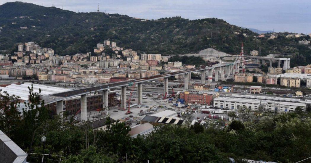 """Ponte Morandi, fissata l'ultima campata: il nuovo viadotto è completo. Conte: """"Genova cantieri simbolo dell'Italia che si rialza. Giudizi di responsabilità sulla tragedia devono completarsi"""""""