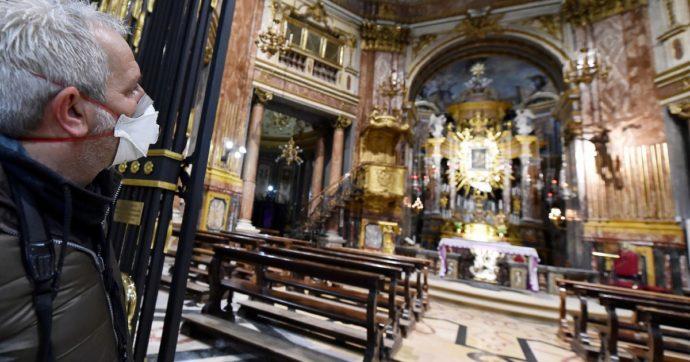 Sradica il crocifisso e poi dà un pugno al parroco: paura in una chiesa a Roma