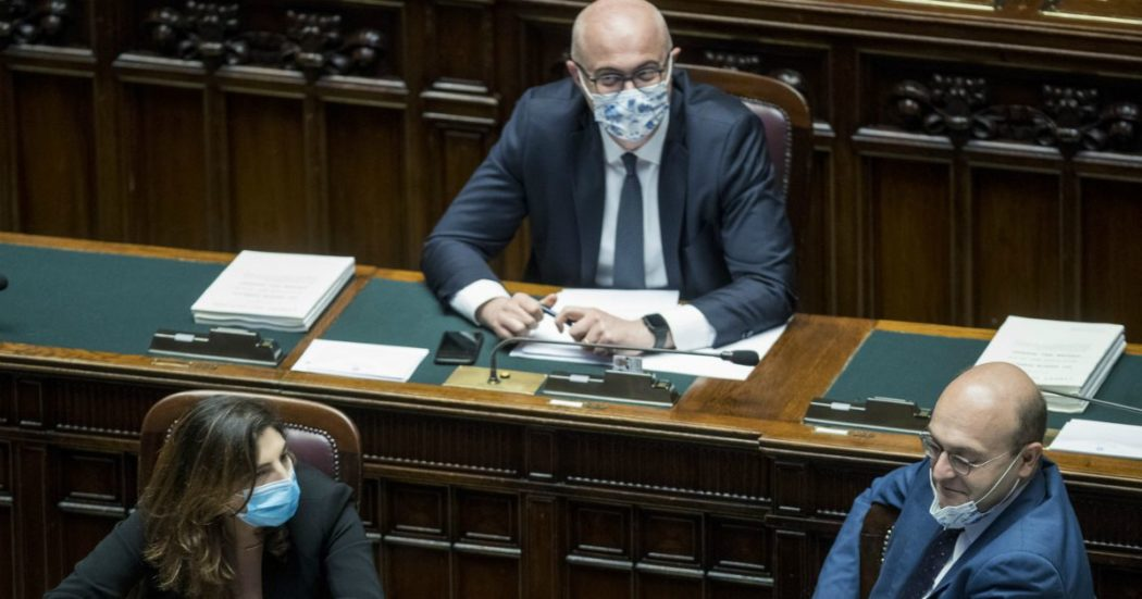 """Coronavirus, governo contrario a emendamento Ceccanti (Pd): chiede che i Dpcm passino dal Parlamento. Lui: """"Lo ritiro se c'è soluzione"""""""