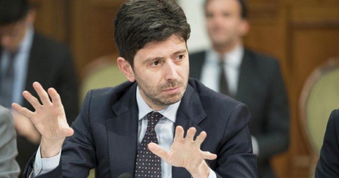 """Coronavirus, """"test prima di tornare in Italia o obbligo di tampone entro 72 ore dall'arrivo"""": l'idea del governo per frenare i 'casi di rientro'"""