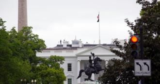 """Coronavirus, la Casa Bianca vende monete commemorative della pandemia: """"Ricavato donato a ospedali"""". Ma sui social è polemica"""
