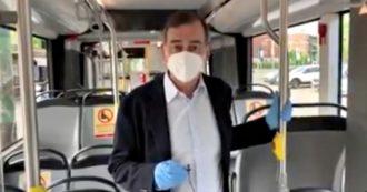 """Coronavirus, Sala registra video su un filobus e lancia appello per il ritorno al lavoro: """"Più flessibilità e smartworking. Cittadini usate la bici"""""""