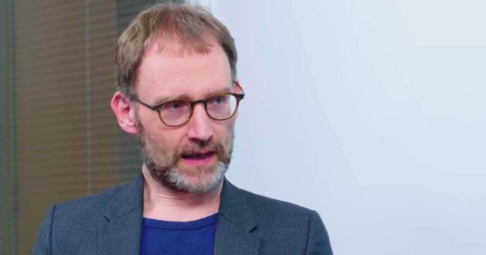 Coronavirus, ha incontrato l'amante durante il lockdown: si dimette Neil Ferguson, l'epidemiologo che ha convinto Johnson a chiudere l'Uk