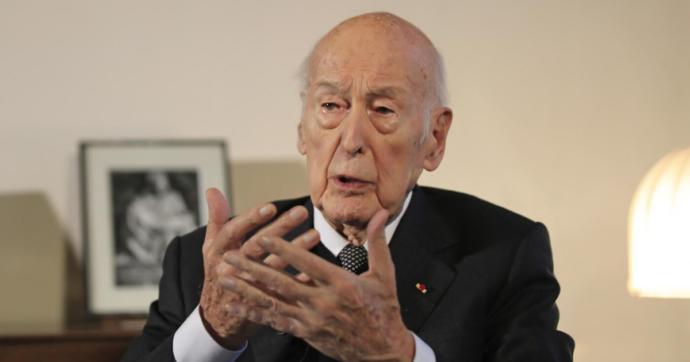 """Francia, l'ex presidente Giscard d'Estaing denunciato per molestie sessuali da una giornalista tedesca: """"Non ricordo"""""""