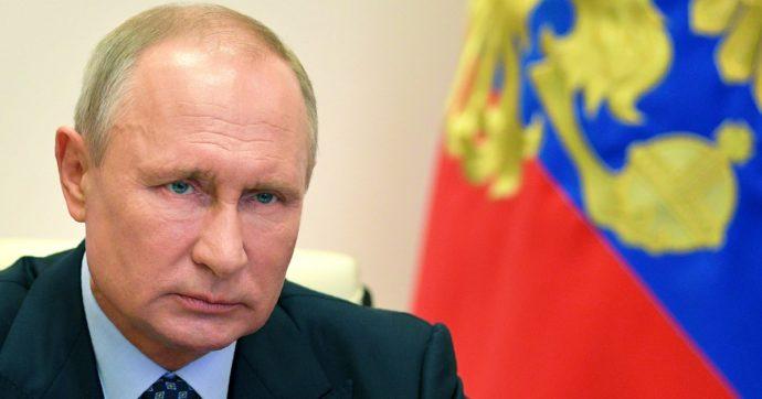 """Dal """"rispetto dei fedeli"""" alle minacce della Cecenia: l'ambiguità di Putin sugli attentati in Francia"""