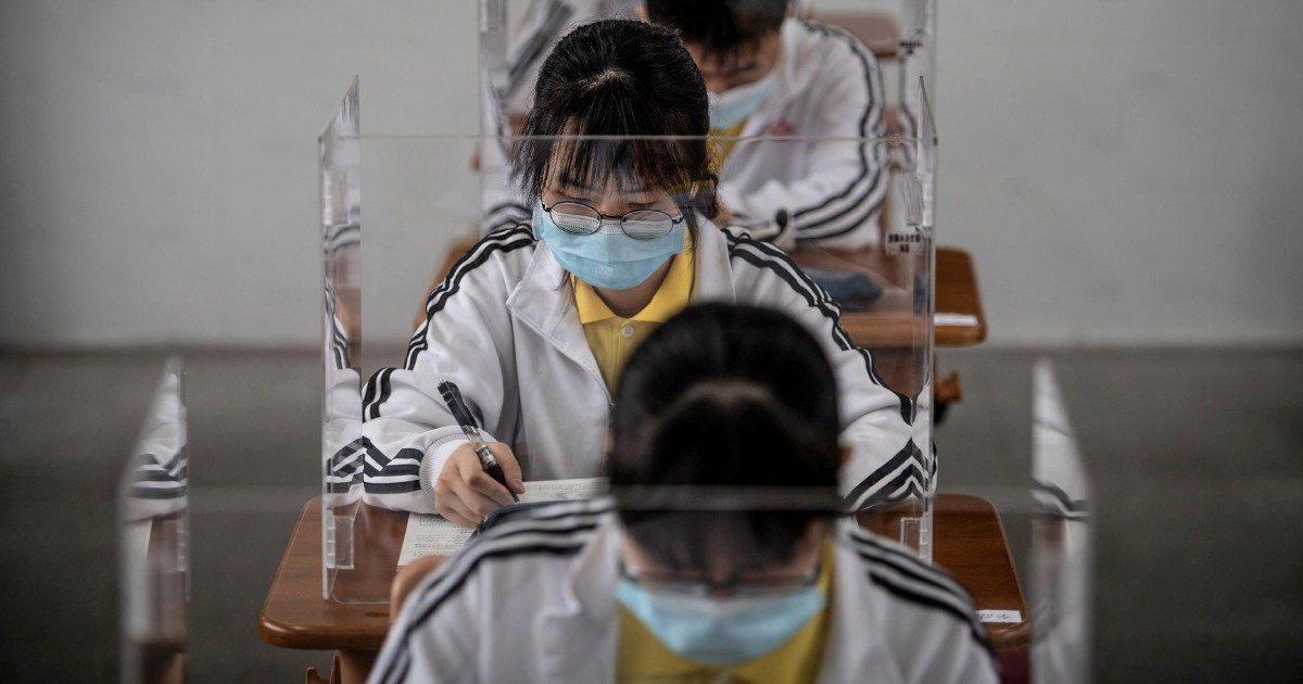 File, mascherine e banchi schermati Wuhan, il primo della classe ha 36,8