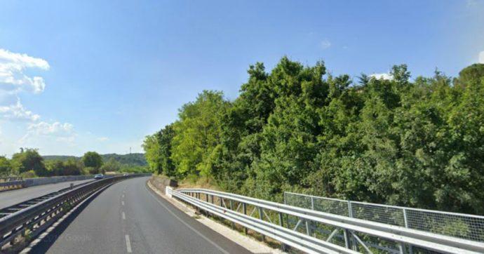 Bus caduto da un viadotto dell'Autopalio Firenze-Siena: autista a giudizio, chiusa l'inchiesta anche su 3 funzionari dell'Anas