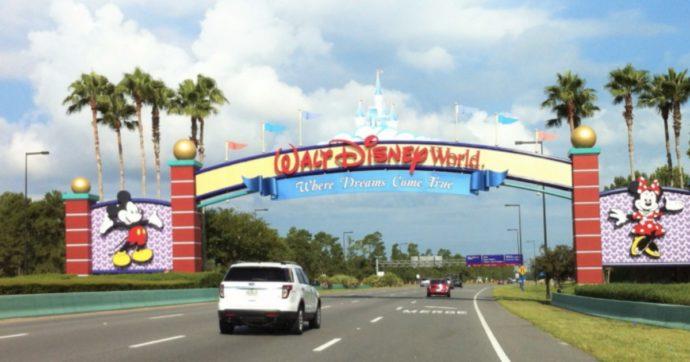 Disney, il regno dei sogni oscurato e colpito dal Covid-19 tra licenziamenti e utili in rosso. Boccata d'ossigeno dallo streaming di Disney+