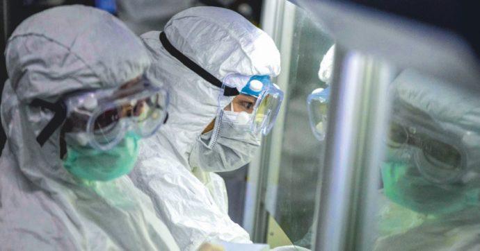 """Oms, il capo missione in Cina: """"Nuova scoperta: il virus circolava ampiamente a dicembre a Wuhan. Presenti già 10 ceppi"""""""