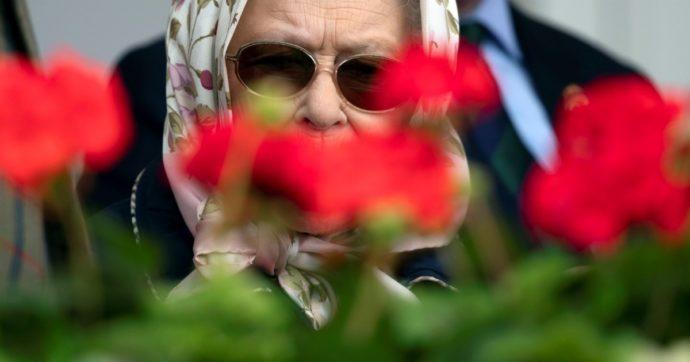 La regina Elisabetta II è tornata ad Ascot (e anche le scommesse sul colore del suo cappello) – FOTO e VIDEO