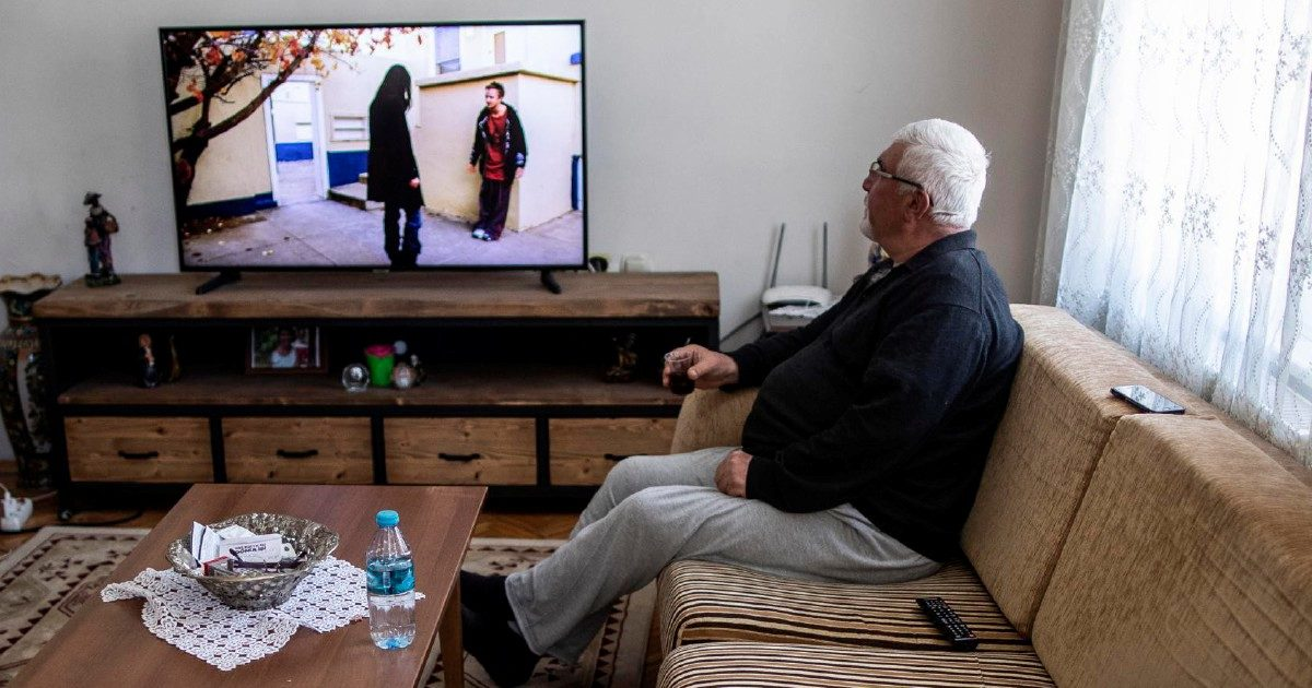 Gli ascolti tv al ritmo dei contagi: il virus vissuto in televisione