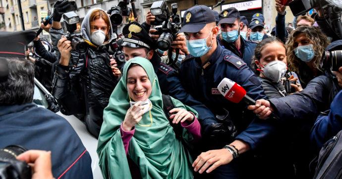 """Silvia Romano, comunità musulmana d'Italia pubblica un video di bentornato e lei risponde con un post: """"Emozione grande, grazie a Dio"""""""