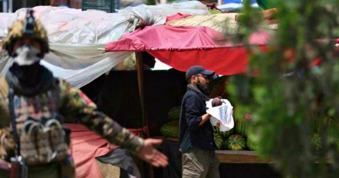 Afghanistan, Isis fa strage di donne e neonati in un ospedale di Kabul. Kamikaze si fa esplodere a un funerale: almeno 24 morti