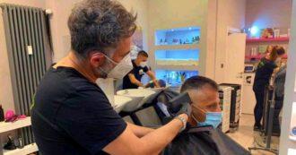 Coronavirus, la Fase 2 di parrucchieri ed estetisti: shampoo obbligatorio, no riviste, arrivano le visiere e prenotazione obbligatoria