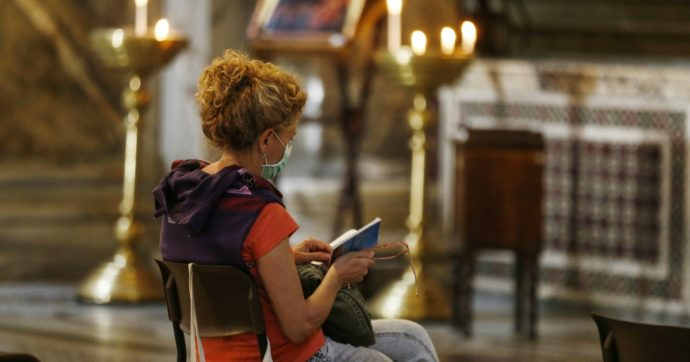Coronavirus, Messe aperte ai fedeli da lunedì 18 maggio: tutte le regole, dalle mascherine al limite degli ingressi
