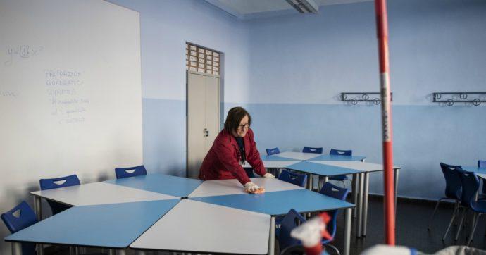 """Rientro a scuola, i sindacati: """"Non ci sono le condizioni per ripartire a settembre"""". Azzolina: """"Si riaprirà regolarmente, spiegherò in tv"""""""