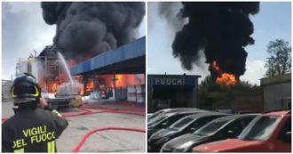 Marghera, esplosione e maxi-incendio in un'azienda di prodotti chimici: la nube nera sopra la ditta. Le immagini