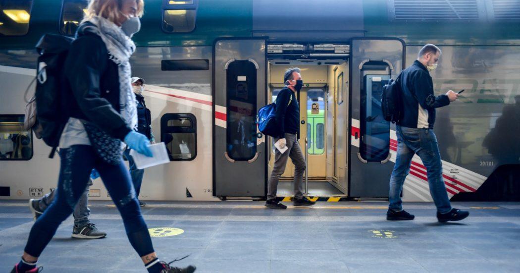 """Distanziamento sui mezzi pubblici, regioni in ordine sparso. In Lombardia regole diverse tra treni e metro. De Micheli: """"Ministero decide solo su alta velocità"""""""