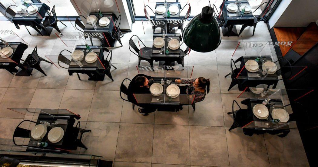 Fase 2, ecco le nuove linee guida: le regole da rispettare in bar, ristoranti, negozi, mercati e sulle spiagge. E dal 3 giugno spostamenti tra Regioni e frontiere aperte tra Paesi Ue
