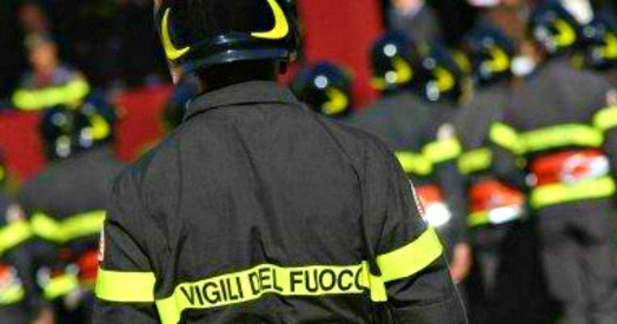 Vigile del fuoco trascinato dall'Adige in piena per 16 chilometri dopo essersi tuffato per salvare un… thumbnail