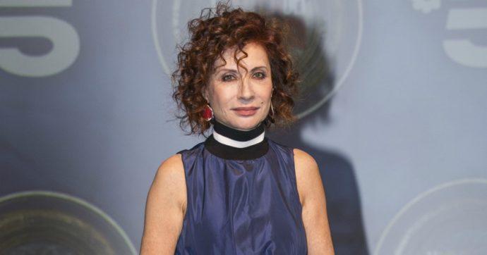 """Alda D'Eusanio si sfoga sui social: """"400 euro di multa al bar perché avevo la mascherina rotta…Trattata come se fossi venuta per fare la rapina"""""""