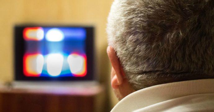 Esplode il televisore, è da sola in casa: anziana muore soffocata dal fumo nel Bresciano