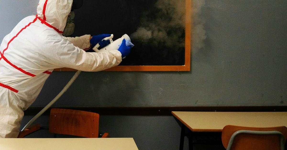 Primo studente positivo a Roma: insegnanti e compagni di classe in isolamento domiciliare thumbnail