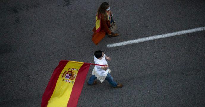 """Coronavirus, il governo spagnolo: """"Nessun morto per il secondo giorno consecutivo"""". Ma le regioni ne contano almeno 18"""