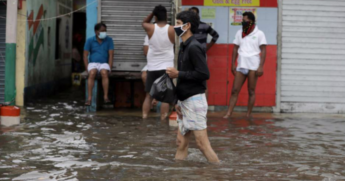"""Ciclone Amphan si abbatte su India e Bangladesh: 84 morti. Governatore Bengala: """"Mai visto disastro così, peggio del Covid"""""""