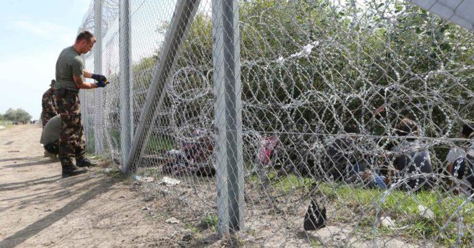 Migranti, l'Ungheria chiude i campi al confine con la Serbia: in 280 trasferiti in altri centri