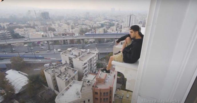 Iran, vietato baciarsi sui tetti. La star del parkour finisce in manette per 'atti osceni' sui social