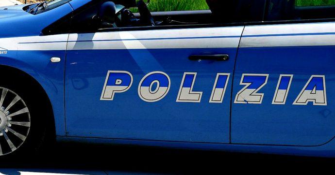 Omicidio a Casale Monferrato, uomo di 43 anni uccide il marito con 30 coltellate. Dopo 48 ore chiama la polizia e confessa: arrestato