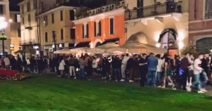 """Coronavirus, il sindaco di Brescia """"chiude"""" la movida per il weekend: distanze non rispettate e mascherine sotto il mento. Aggrediti 2 vigili"""