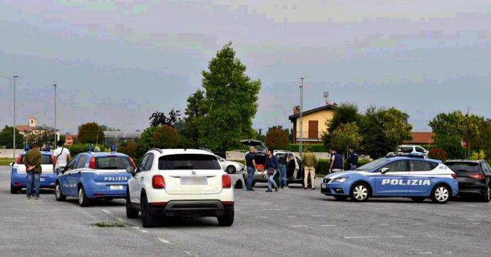 Cuneo, militare confessa l'omicidio della compagna 41enne: le ha sparato nel parcheggio del supermercato e poi ha chiamato il 112