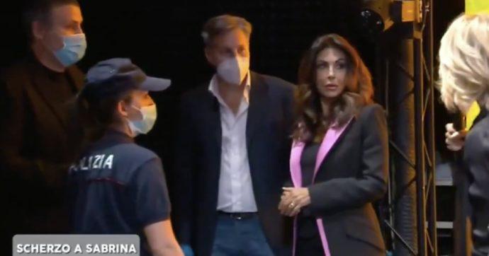 """Amici Speciali, arresto in diretta per Sabrina Ferilli (finto): """"Mi tremano le mani"""". Il vincitore è Alberto Urso"""
