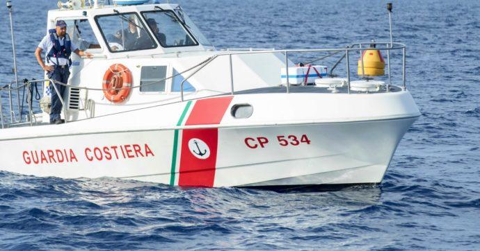 """Migranti, questura di Agrigento smentisce lo sbarco di 400 persone: """"Sono una settantina, l'imbarcazione non poteva contenerne altri"""""""