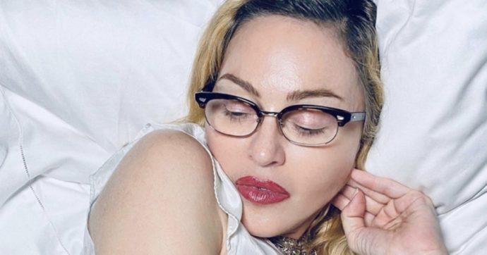 """Madonna (quasi) senza veli su Instagram: """"E se qualcuno si offende, io me ne fot**"""". Asia Argento: """"Ti amo"""""""