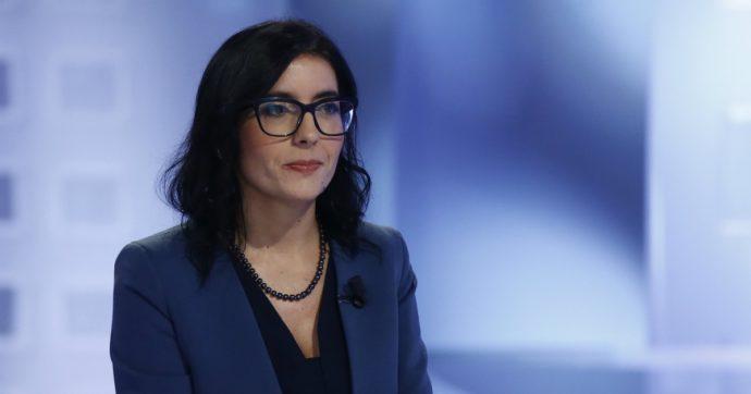 """Smart working, la ministra Dadone firma il decreto: """"Lavoro agile almeno fino al 50% per le Pa"""". Flessibilità per gli orari"""