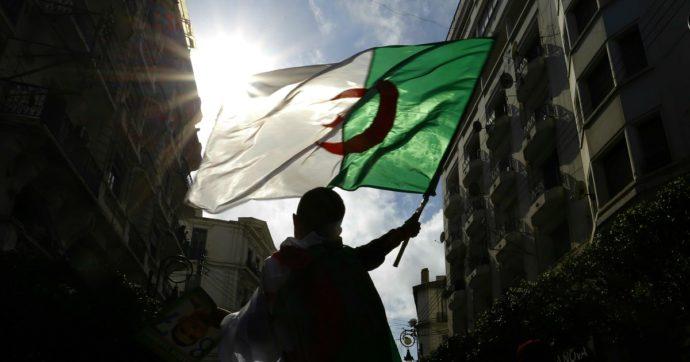 Algeria, giornalista rischia quattro anni per 'minaccia all'integrità'. Ma stava solo facendo il suo lavoro