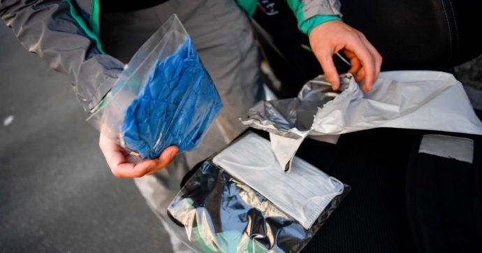 Mascherine, come smaltirle? Proposta M5s: cassonetti ad hoc, materiale unico per favorire riciclo, sanzioni per chi sgarra