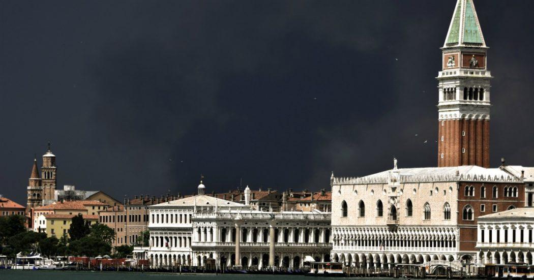 Venezia, l'autore dei volantini diffamatori contro la curia ha un nome: è un manager di Milano vicino al parroco che litigò con il patriarca